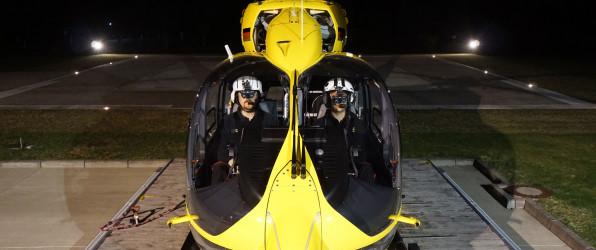 Rettungshubschrauber mit Nachtsichtbrillen
